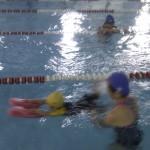 幼兒參與游泳訓練